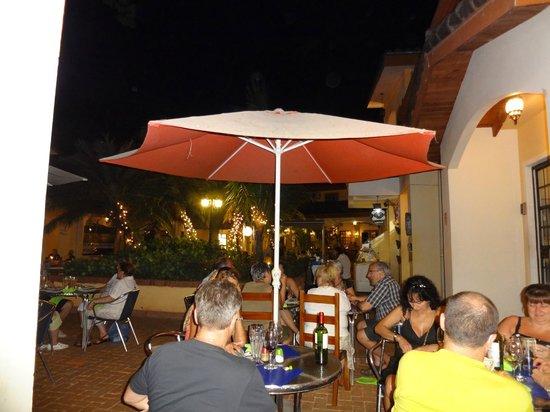 Luna de Plata : Evening courtyard view