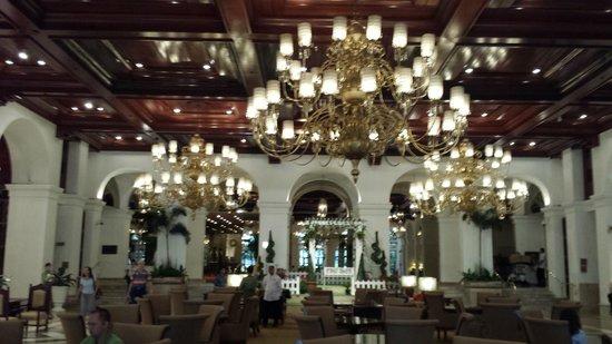 The Manila Hotel: Entrée de l'hotel