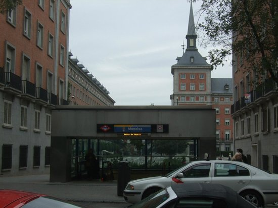 Hotel Exe Moncloa: Metro enfrente