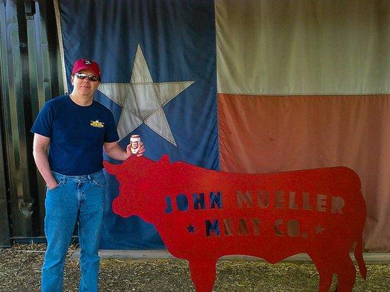 John Muellers BBQ: In Line