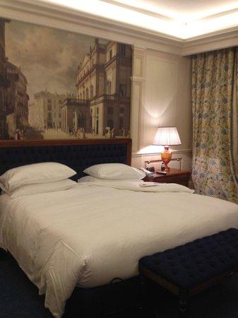 Hotel Principe Di Savoia: Comfy bed