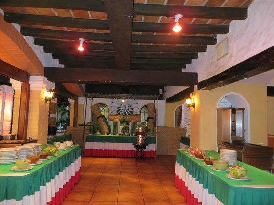 Hacienda Buenaventura Hotel & Mexican Charm All Inclusive: Buffet lors de la soirée mexicaine
