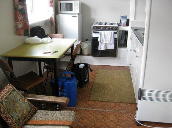 Pine Grove Motel: Kitchen