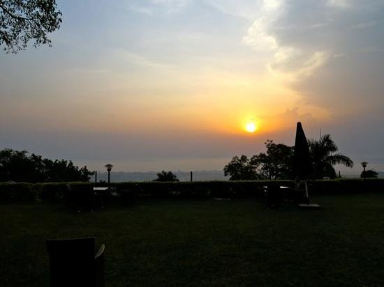 Cassia Lodge: evening view