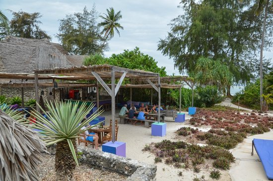 Matemwe Beach Village: outdoor dining area