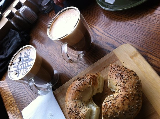 Archtop Cafe: Coffee & everything bagel with garlic cream cheese