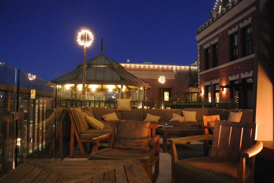 Fairmont Heritage Place, Ghirardelli Square: Night view of the balcony and rotunda