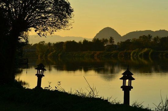 The Legend Chiang Rai : Sunset on the river