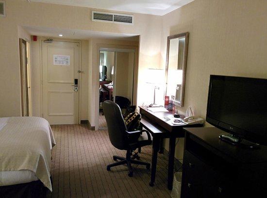Holiday Inn Toronto Airport East : Room