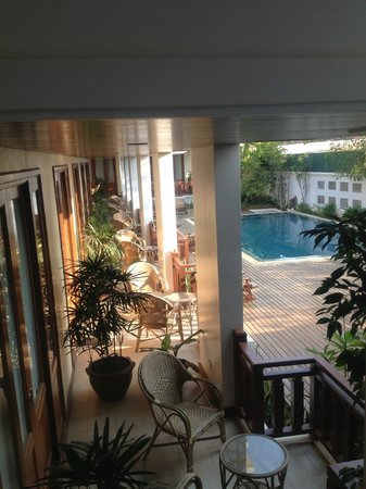 Athena Hotel: Not so private balcony, inner court and pool