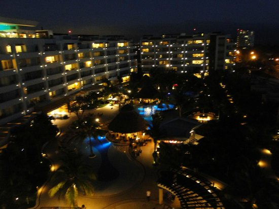 Marival Residences Luxury Resort : resort at night