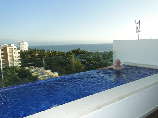 Marival Residences Luxury Resort : roof top pool