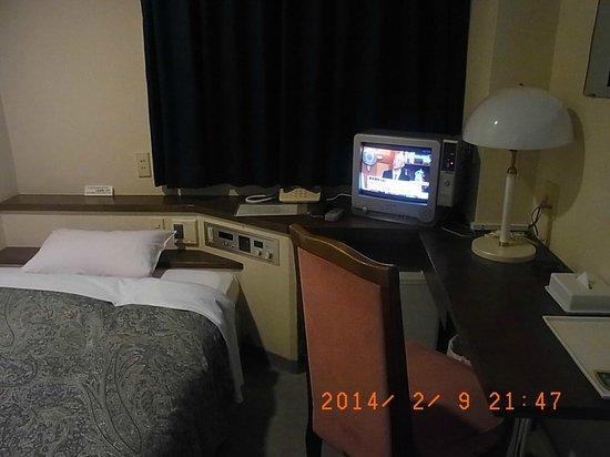 Toyoko Inn Nishitetsu Kurumeeki Higashiguchi : ベッド付近