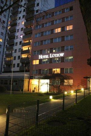 Hotel Luetzow: вид с улицы