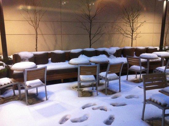 Fairfield Inn & Suites New York Midtown Manhattan/Penn Station: The external breakfast area (we used the internal one)