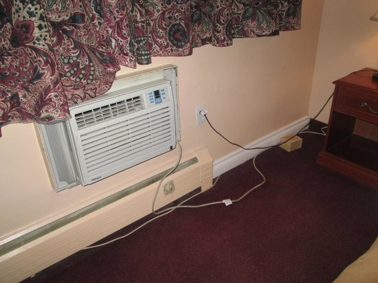 London Executive Suites Hotel : disabled a/c unit - note the nifty boxed a/c plug on the floor!!