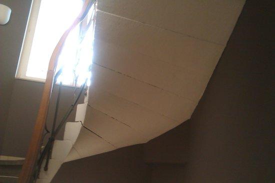 Hotel Merit: Gaps in stairs