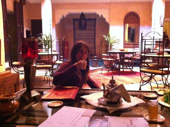 Riad Lapis-Lazuli: dining area behind