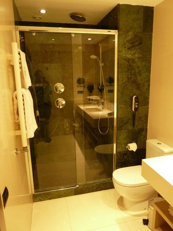 Catalonia Atocha: ванная комната