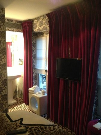 Hotel Thoumieux: Small room