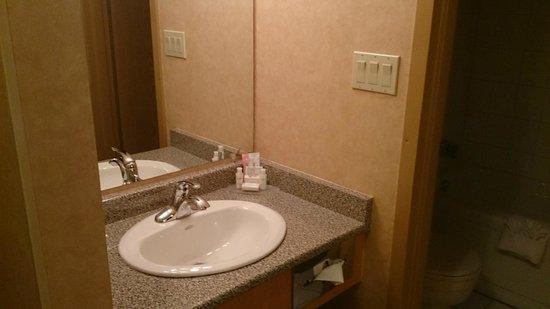 Best Western Plus Langley Inn : Seperate sink from toilet area