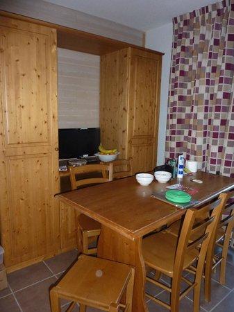 Mona Lisa le Clos des Fontaneilles : sitting/dining/kitchen/bedroom