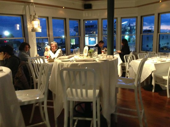 Lee Side Bar & Grill: Great sunset views from the new dining room at Quicks Hole Tavern.