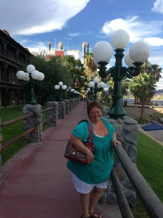 Pioneer Hotel & Gambling Hall : Walking the grounds river walk