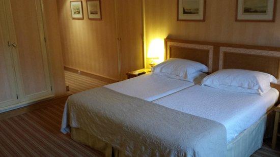 Hotel Lisboa Plaza: Bed