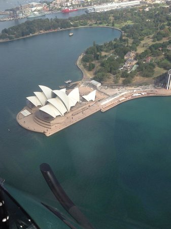 Blue Sky Helicopters: Great view of the opera house