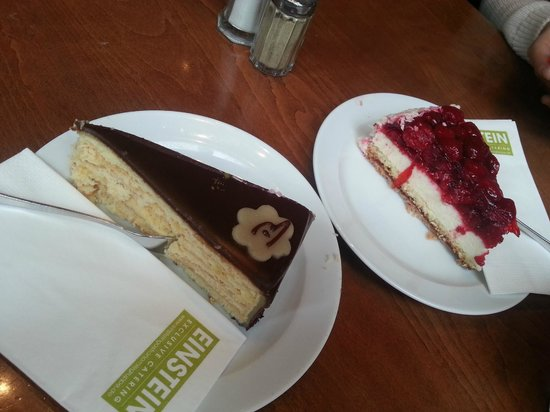 Cafe Einstein: cakes :)