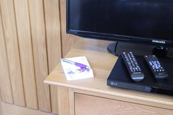 The Old Bakery Bed and Breakfast: TV, DVD, silent fridge, Dyson heater/fan, DAB radio, iPod dock