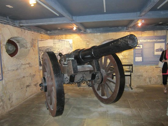 National Museum of Bermuda: Cannon used to sick the French