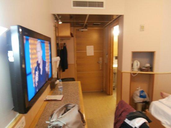 Premier by Eurotraveller: Look from bed to door