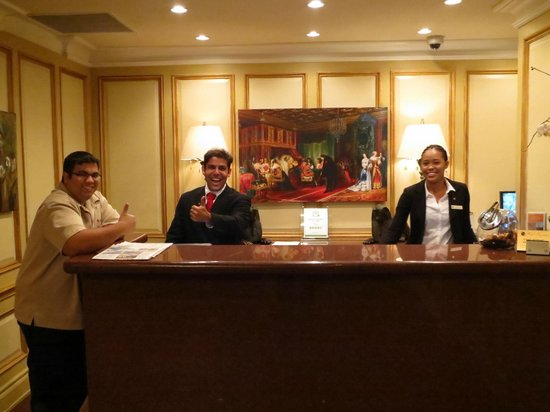 Hotel Mazarin: Front Desk
