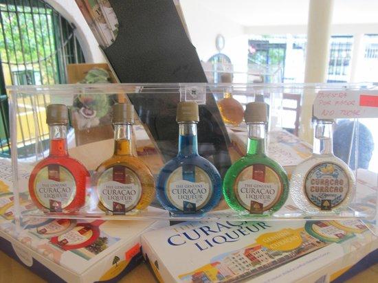 Curacao Liqueur Distillery: Алко миниатюры.