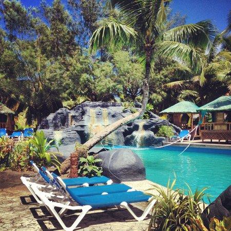 The Rarotongan Beach Resort & Spa: Pool area