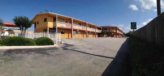 Quality Inn & Suites Six Flags Area : Entrance