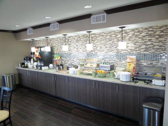 Quality Inn & Suites Six Flags Area : Breakfast Area