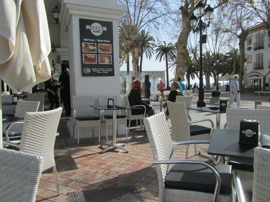 Nog een stukje terras decoratie foto van kronox cafe nerja