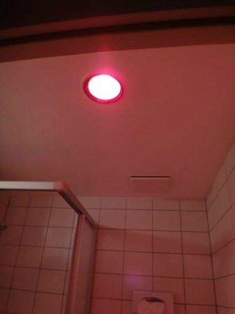 Best Western Hotel Nuernberg am Hauptbahnhof: Heater/ Warm light