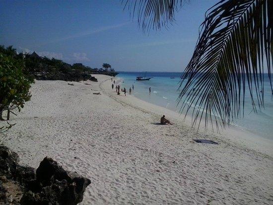 Sunset Beach Resort Zanzibar: Spiaggia vista dal resort