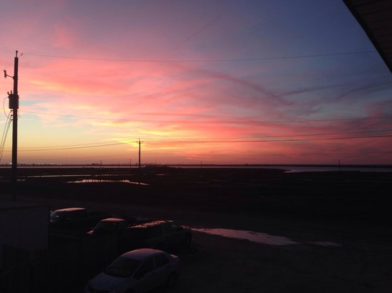 The Breeze Hotel and RV Park: Winter sunset