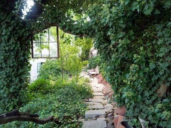 Surgeon's House: Private patio/pathway