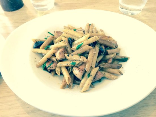 Aqua Restaurant: Di Pollo Pasta with black garlic and truffle oil. Delicious!