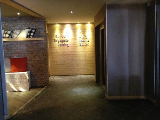 Mercure Chamonix Centre Hotel : DEVANT LES ASCENSEURS