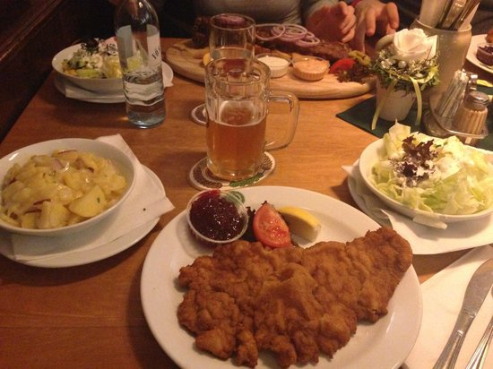Salm Bräu: Wiener Schnitzel and potato salad
