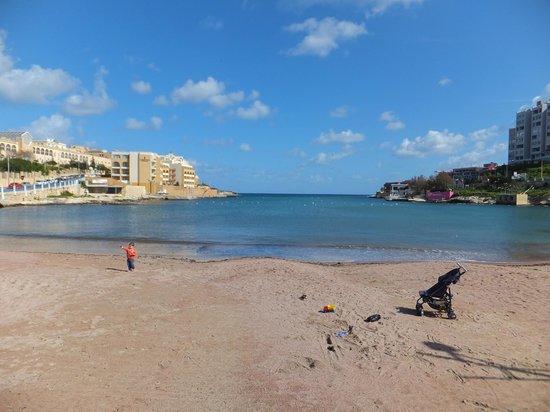 Marina Hotel Corinthia Beach Resort: St George's Bay