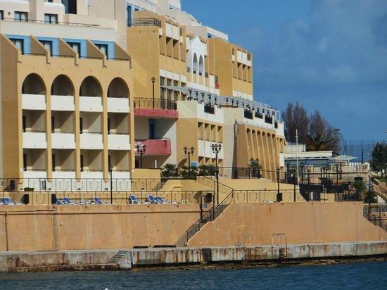 Marina Hotel Corinthia Beach Resort: Hotel facing the sea.