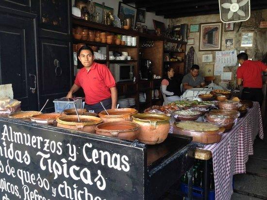 La Cuevita de Urquizu: Preparing for the lunch crowd at LaCuevita